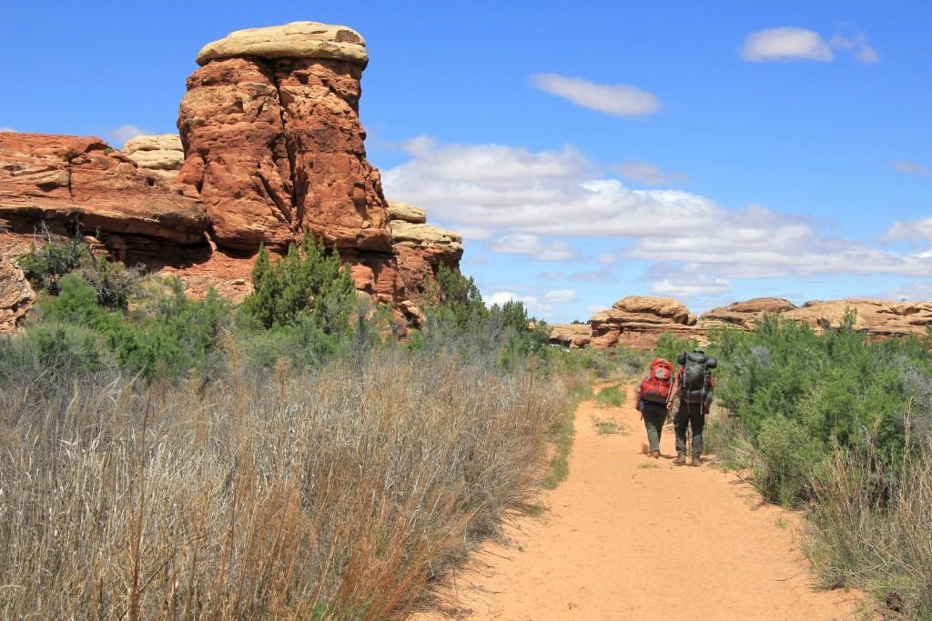 nearing Cave Springs trailhead